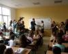 Зам. министър Василева връчва награди на учениците