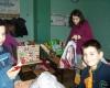 Коледни подаръци за децата от дом